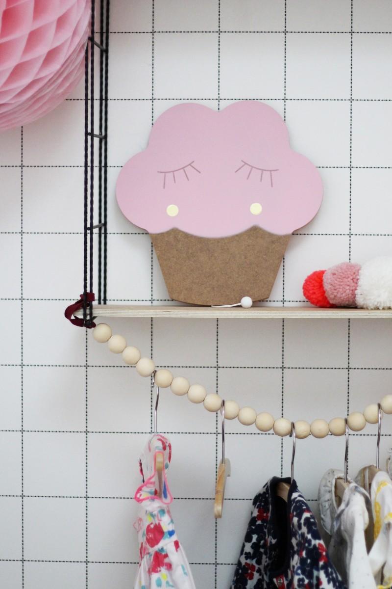 Boite à musique cupcake en bois rose