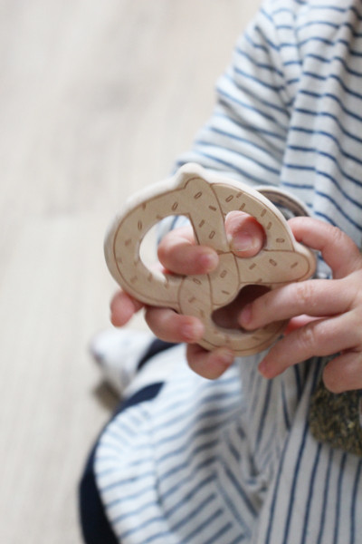 Wooden teeth ring bretzel