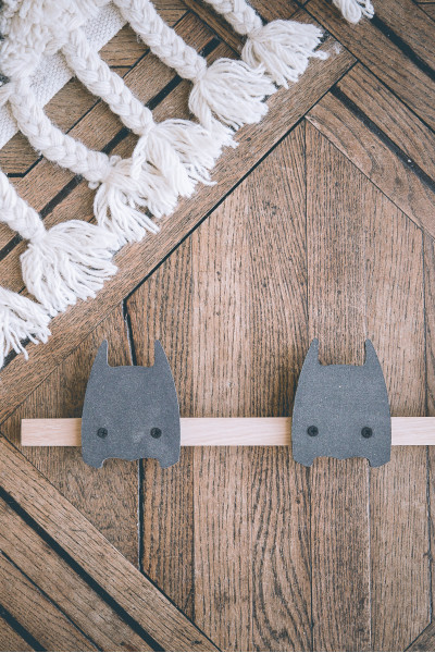 Wooden Super-héros black coat rack