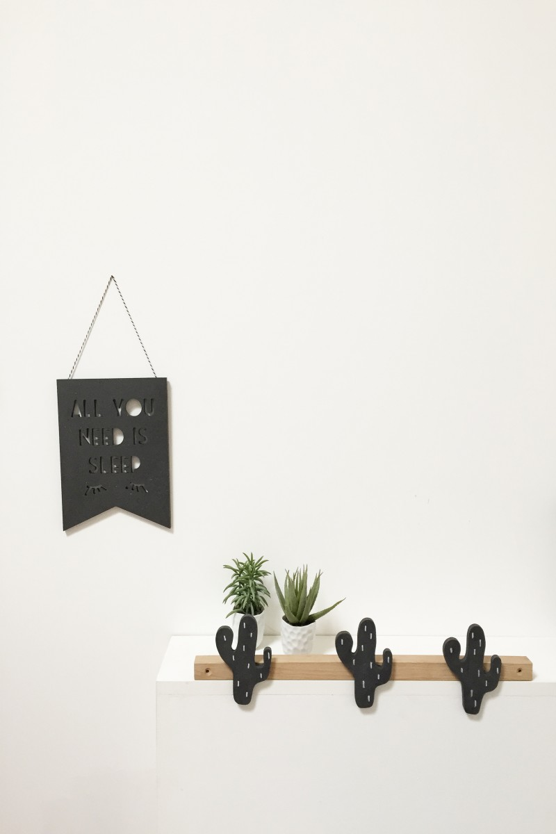porte manteau cactus en bois pour chambre d 39 enfants. Black Bedroom Furniture Sets. Home Design Ideas
