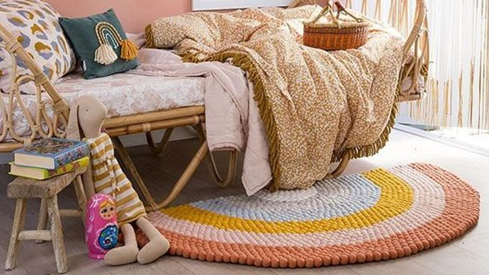 How to choose a rug for a girl's bedroom?